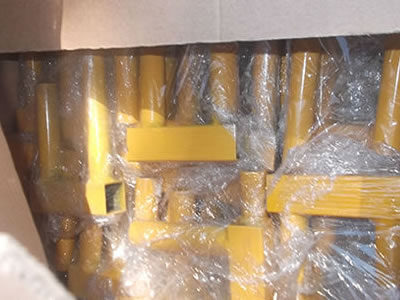 Many yellow PVC coated Canada temporary fence clamps packaged with plastic film and carton.