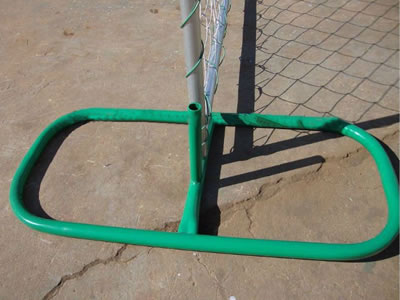 A chain link temporary fence panel installed with an oval type steel feet, the feet is PVC coated and green painted.
